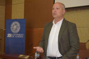 Javier Imbroda enseña la gestión de grupos a los representantes estudiantiles de la UAL