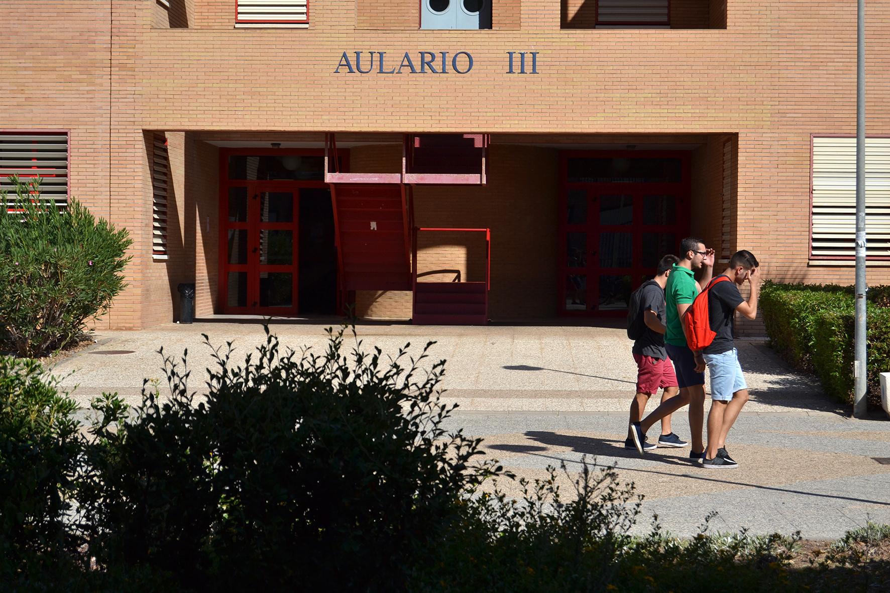 La UAL adelanta el curso 2018/2019 convocando las becas Residencia y ...