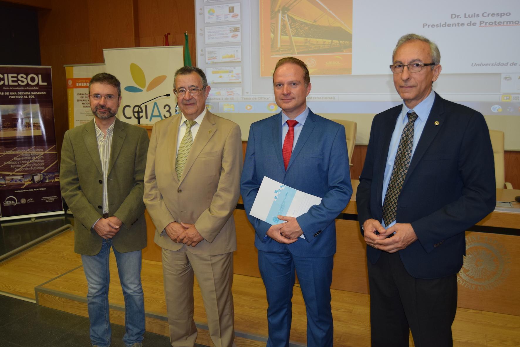 El modelo energético nacional hasta 2030 entra a debate en la Universidad de Almería