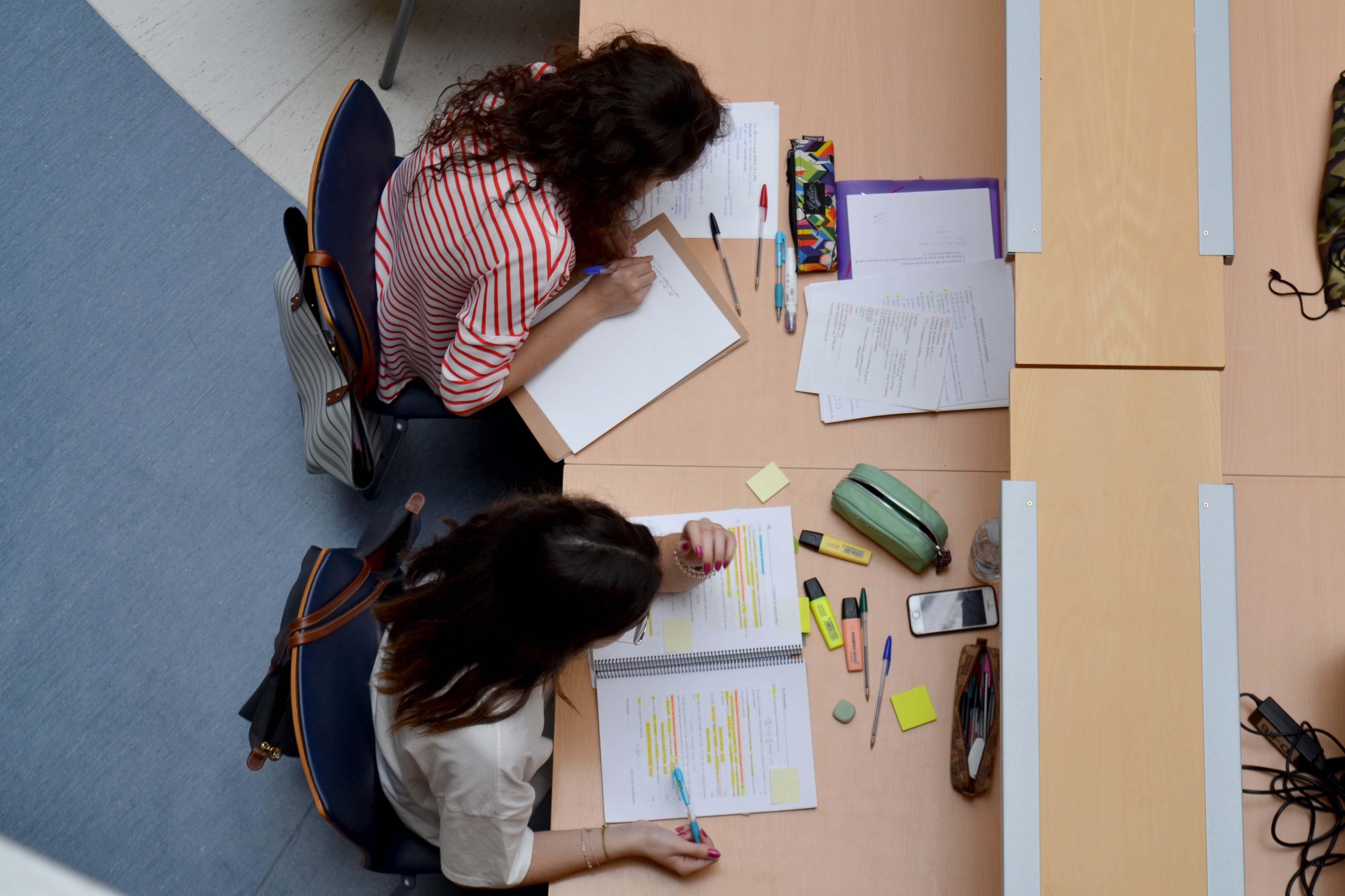 Abierto el plazo de becas y ayudas al estudio para matriculados en ...