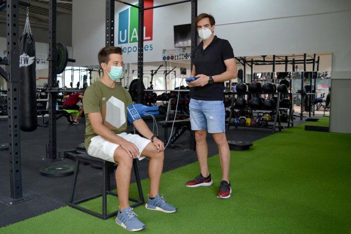 La UAL investiga los efectos del entrenamiento de fuerza en la rigidez arterial de personas sanas