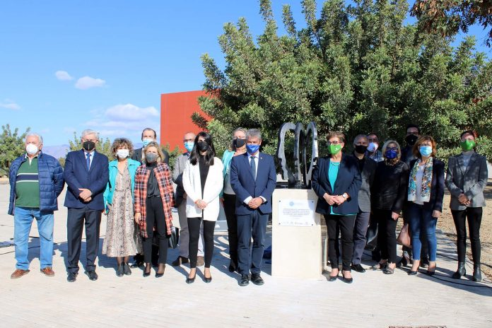 La UAL acoge una escultura dedicada a la lucha contra el estigma en salud mental