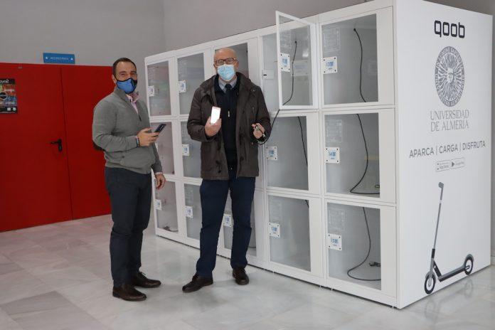UAL Deportes, pionero en Almería al instalar las primeras taquillas inteligentes para 'aparcar' patinetes eléctricos