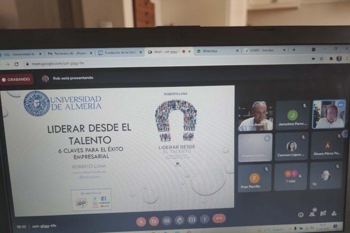 Roberto Luna responde en la UAL a las seis preguntas clave que dan respuesta a saber 'Liderar desde el talento'