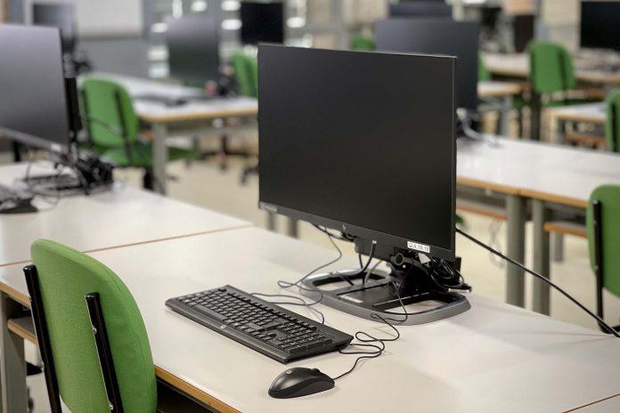 La UAL renueva sus aulas de informática de cara al próximo curso
